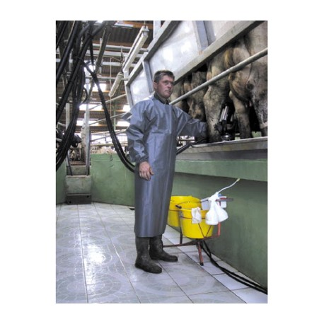 Milking apron with sleeves